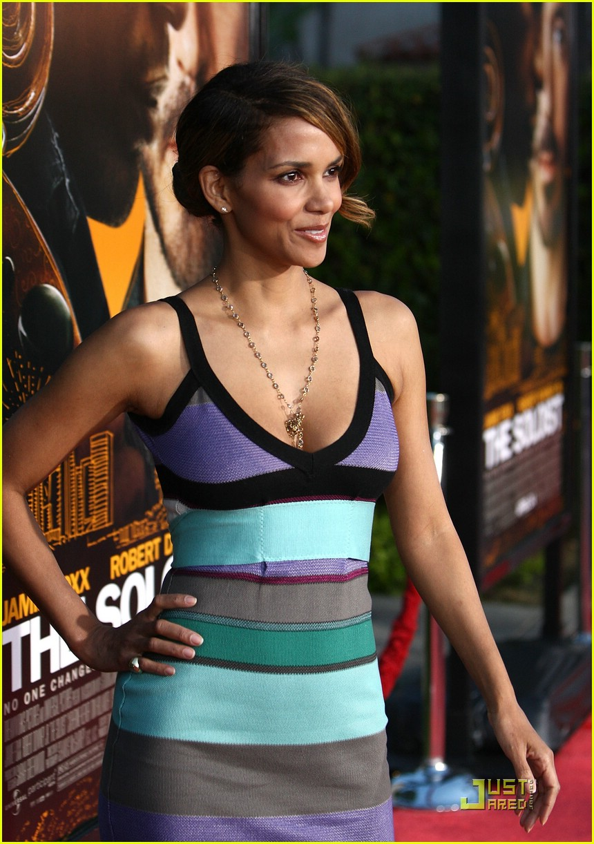 halle berry supports the soloist 301868761