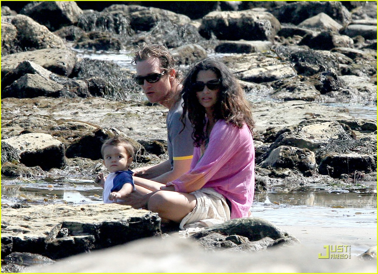 levi mcconaughey malibu beach 01