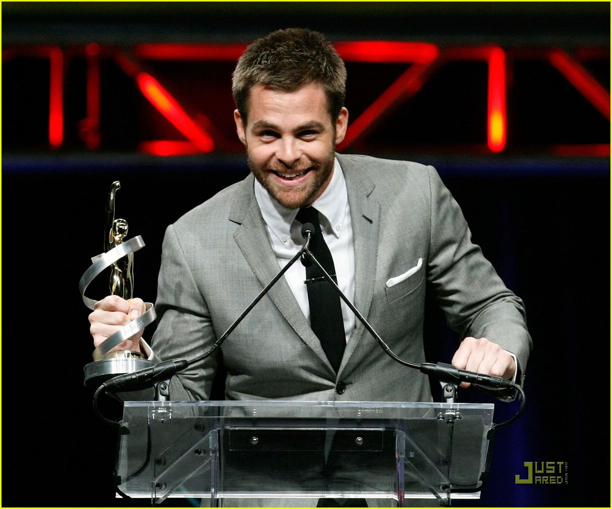 chris pine showest male star of tomorrow 171831291