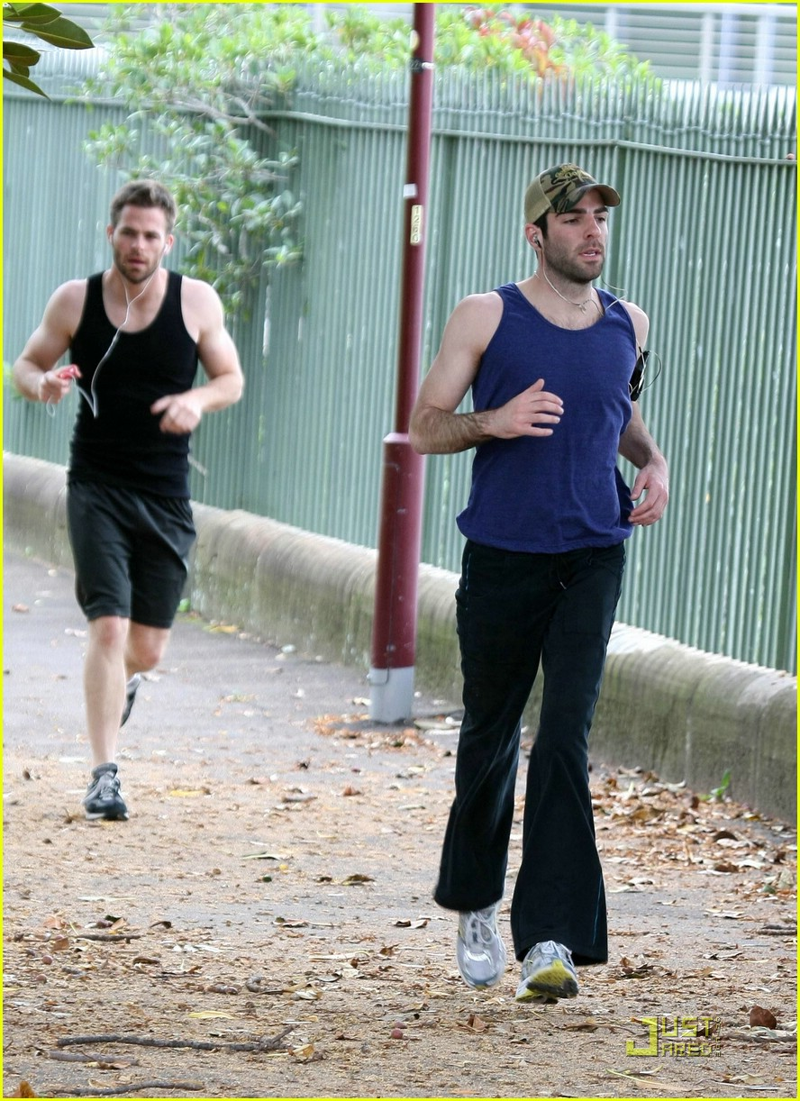 chris pine zachary quinto running 09