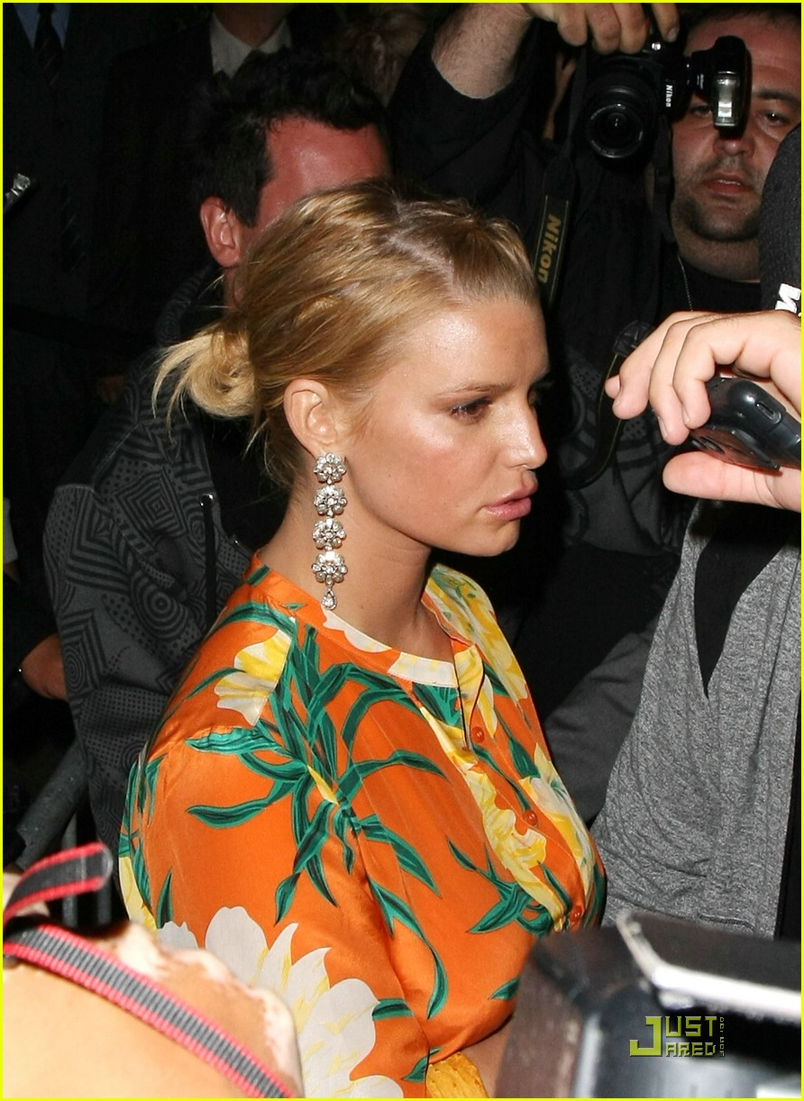 jessica simpson basks in beso 03