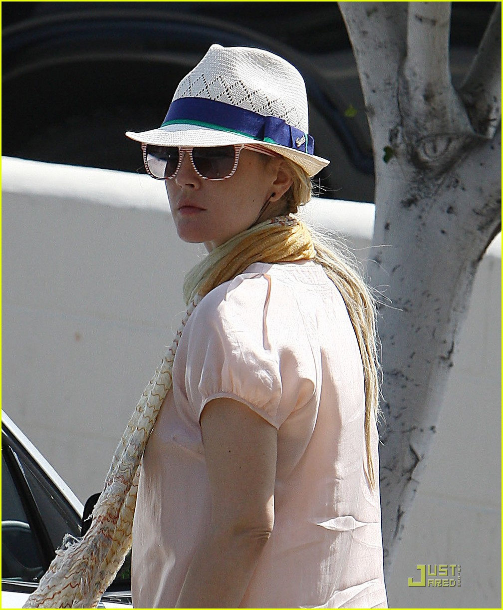 drew barrymore derby 03