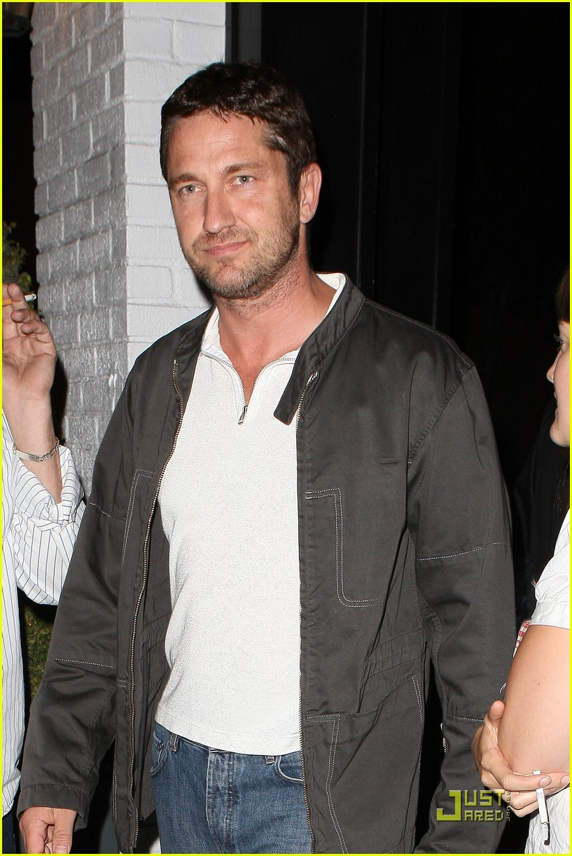 gerard butler visits village idiot 04
