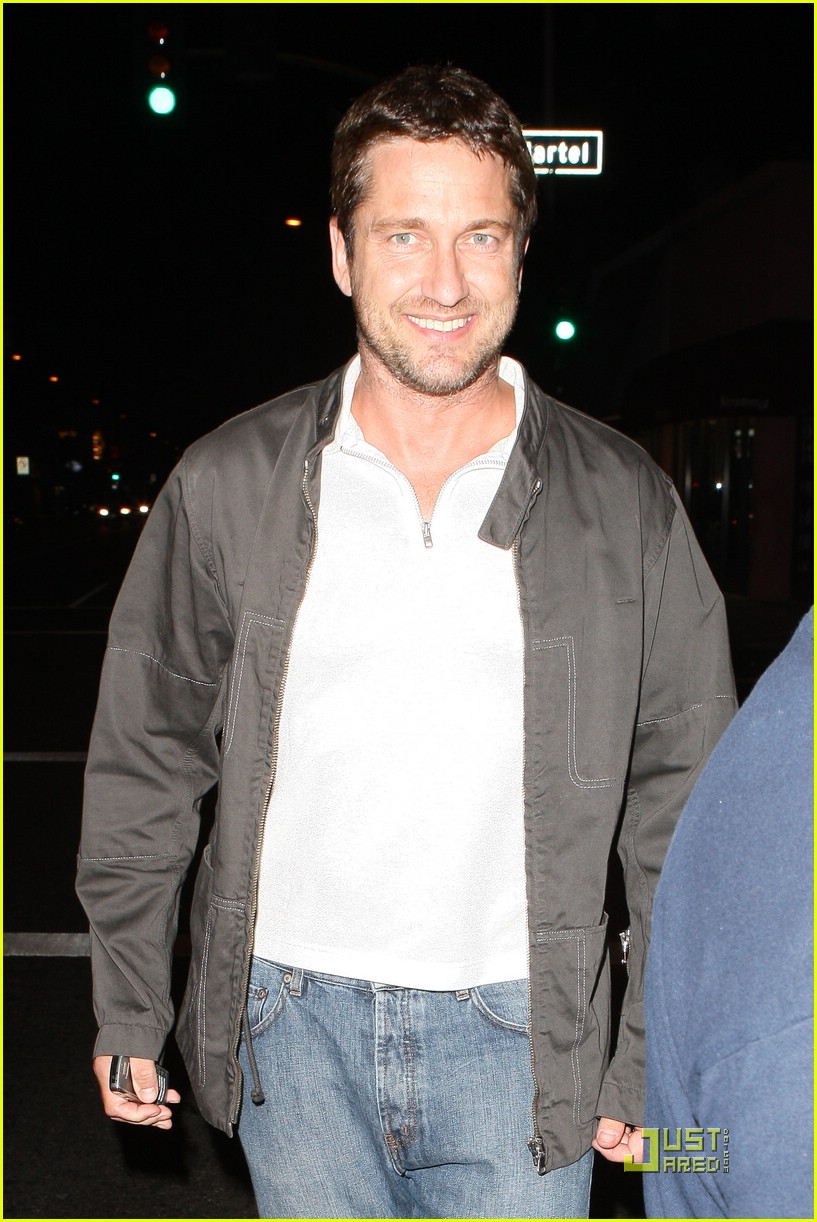 gerard butler visits village idiot 06