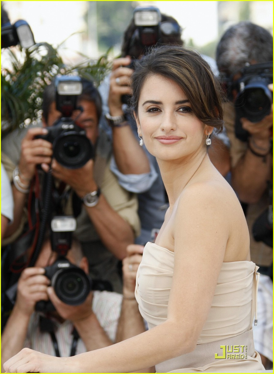 penelope cruz embraces cannes 03
