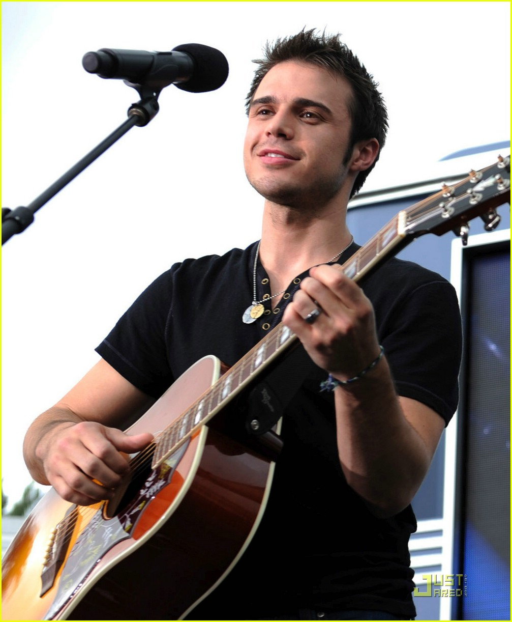 kris allen minnie mouse 09