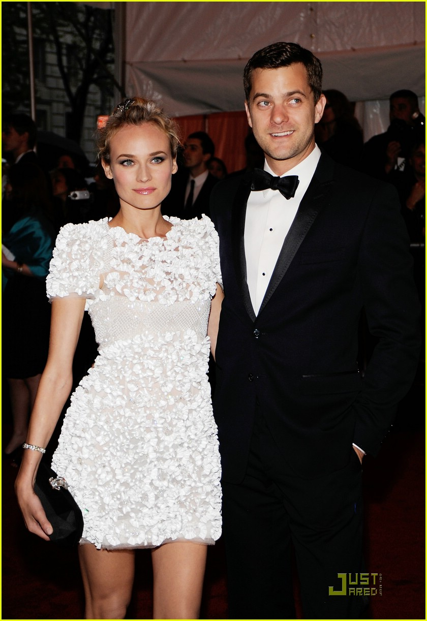 diane kruger joshua jackson kissing couple 091905481