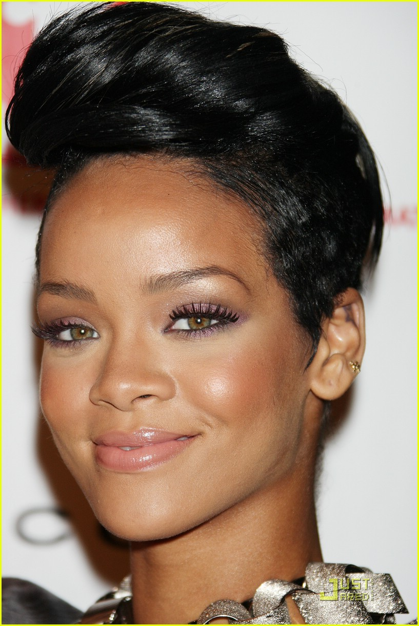 rihanna treks to the future 081906091