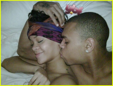 rihanna chris brown snuggle 031954641