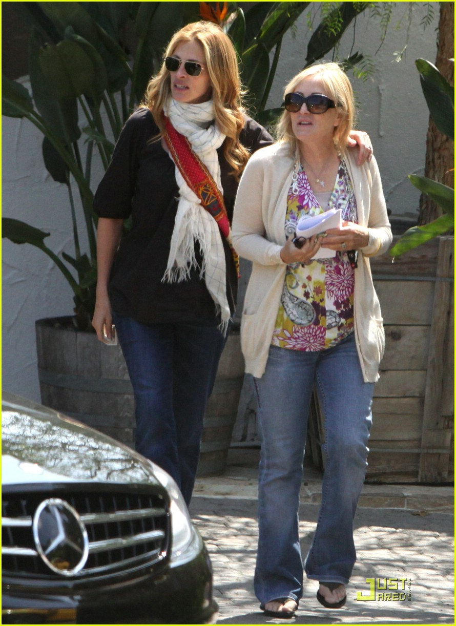 julia roberts meets in malibu 01