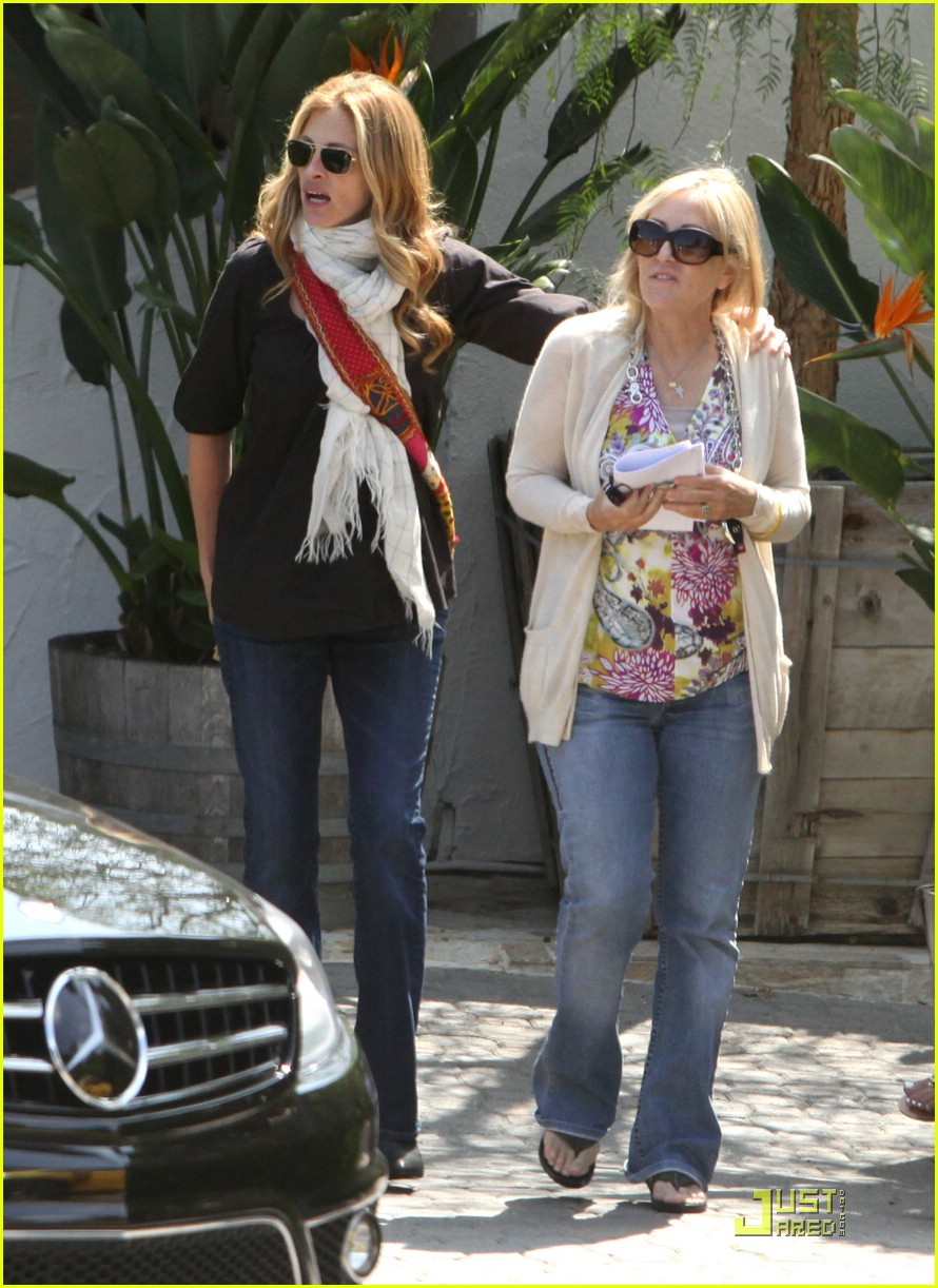 julia roberts meets in malibu 04