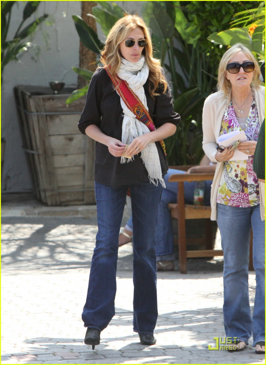 julia roberts meets in malibu 15