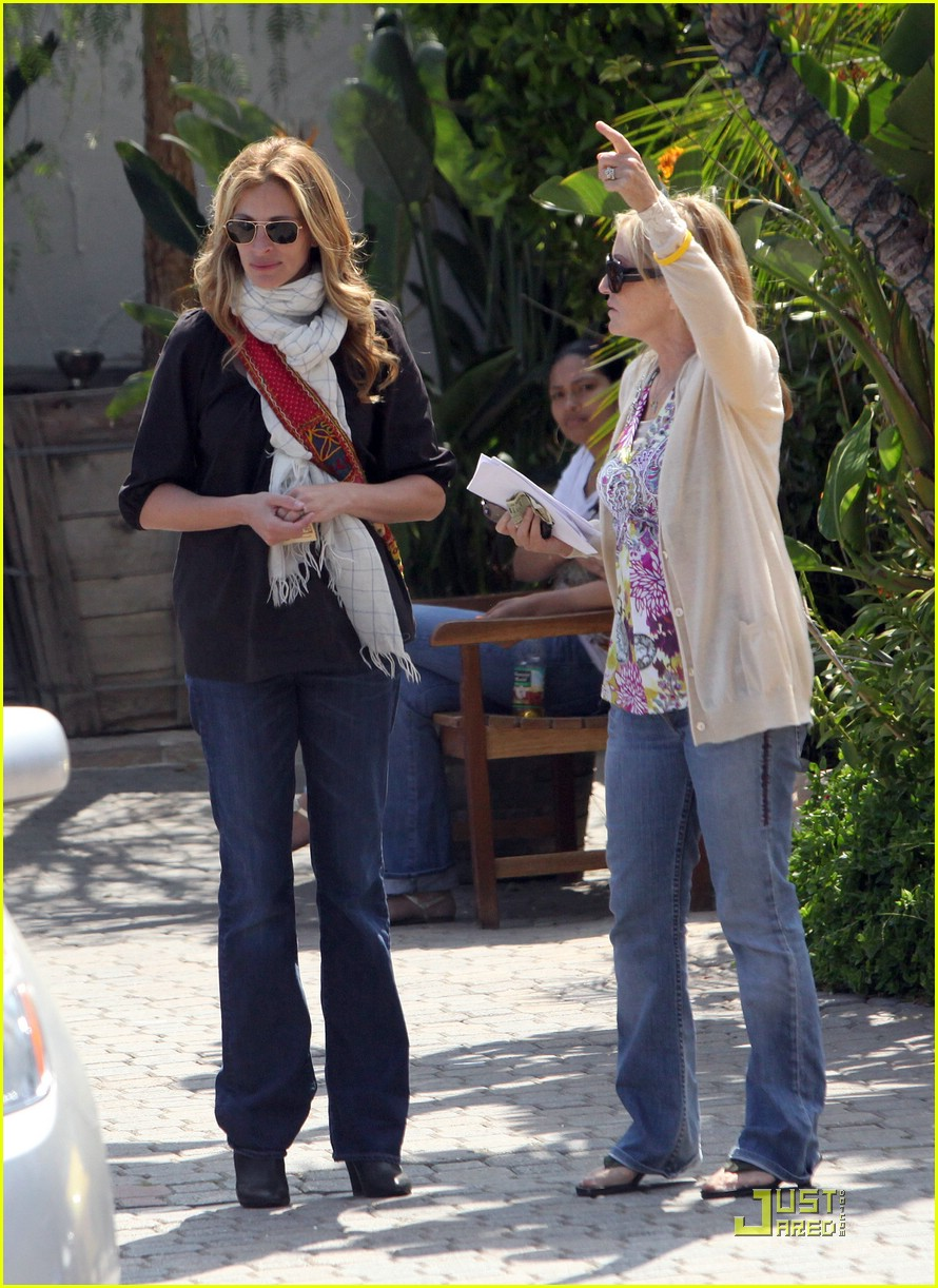 julia roberts meets in malibu 17