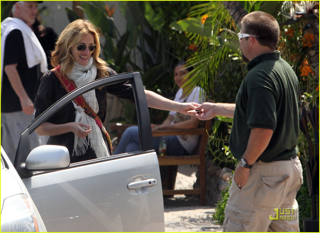 julia roberts meets in malibu 20