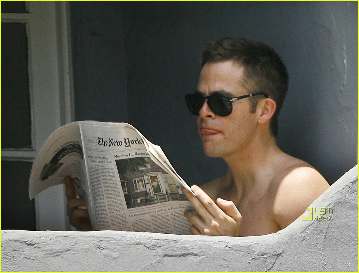 chris pine shirtless picking nose 16