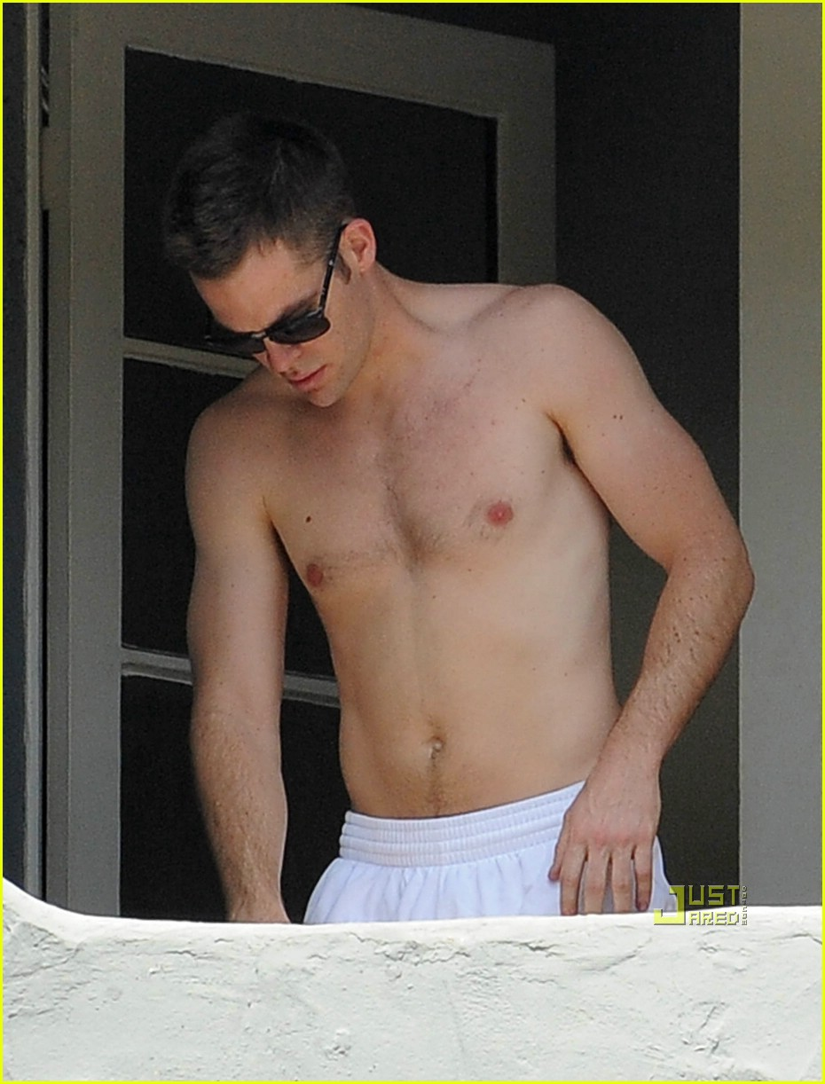 chris pine shirtless picking nose 37