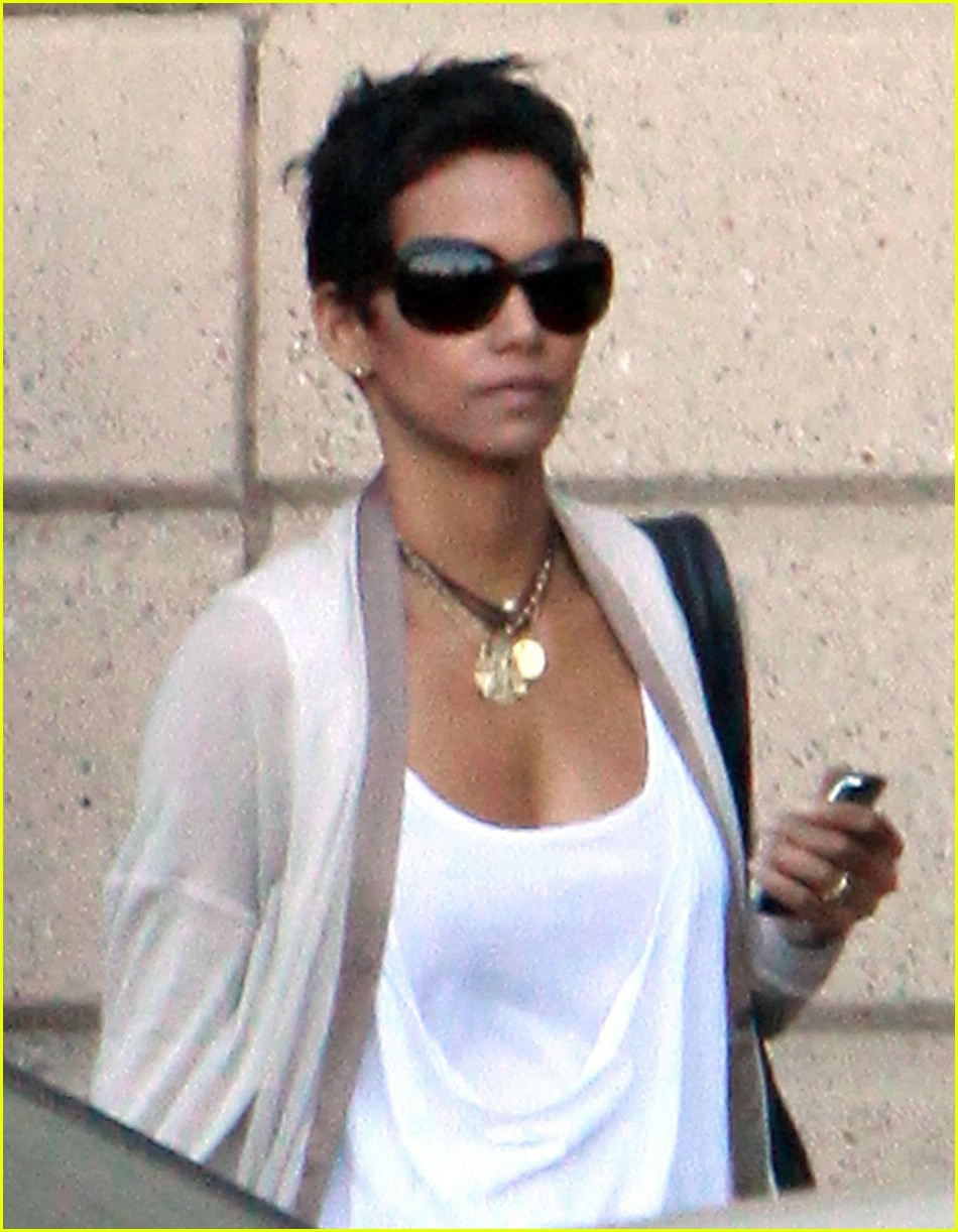 halle berry new short hair 021942401