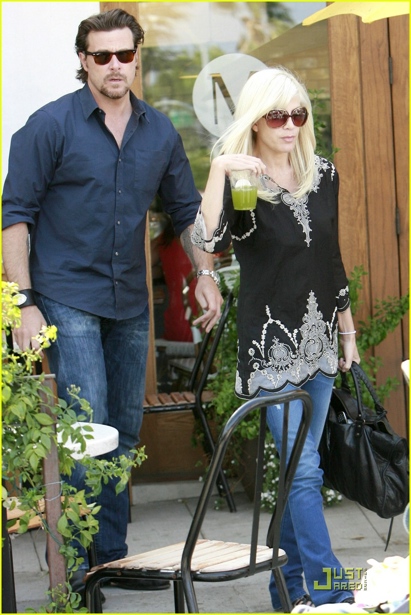 tori spelling really likes rings 041916481