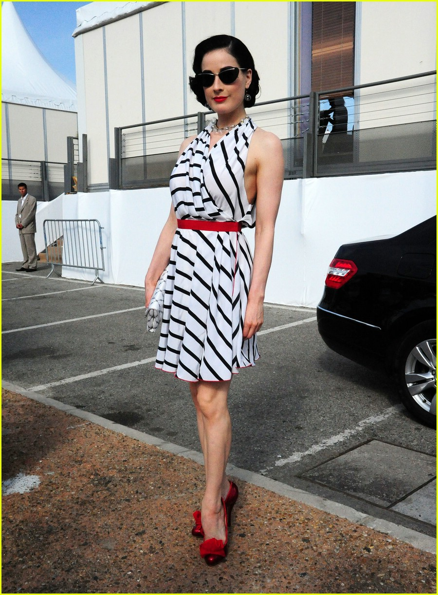 dita von teese stripes out 06