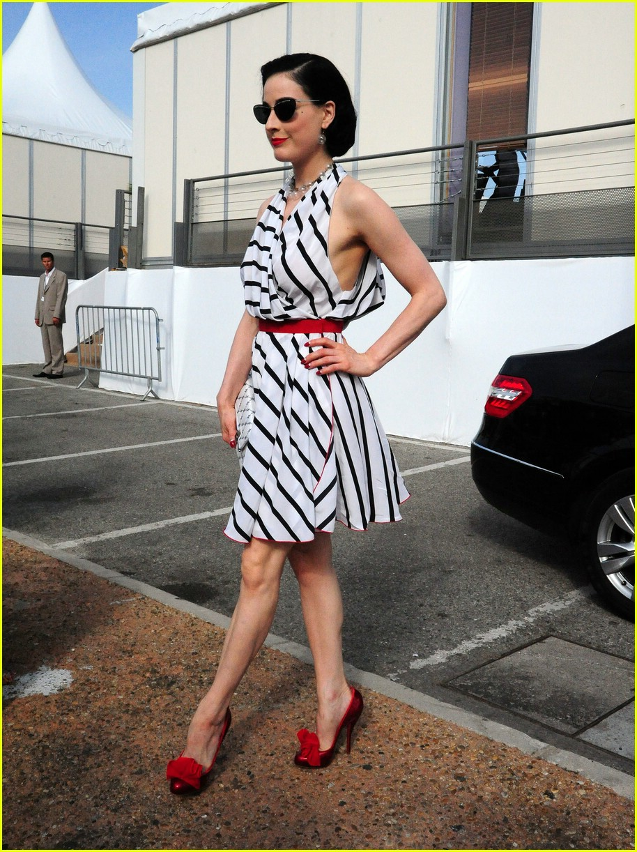 dita von teese stripes out 10