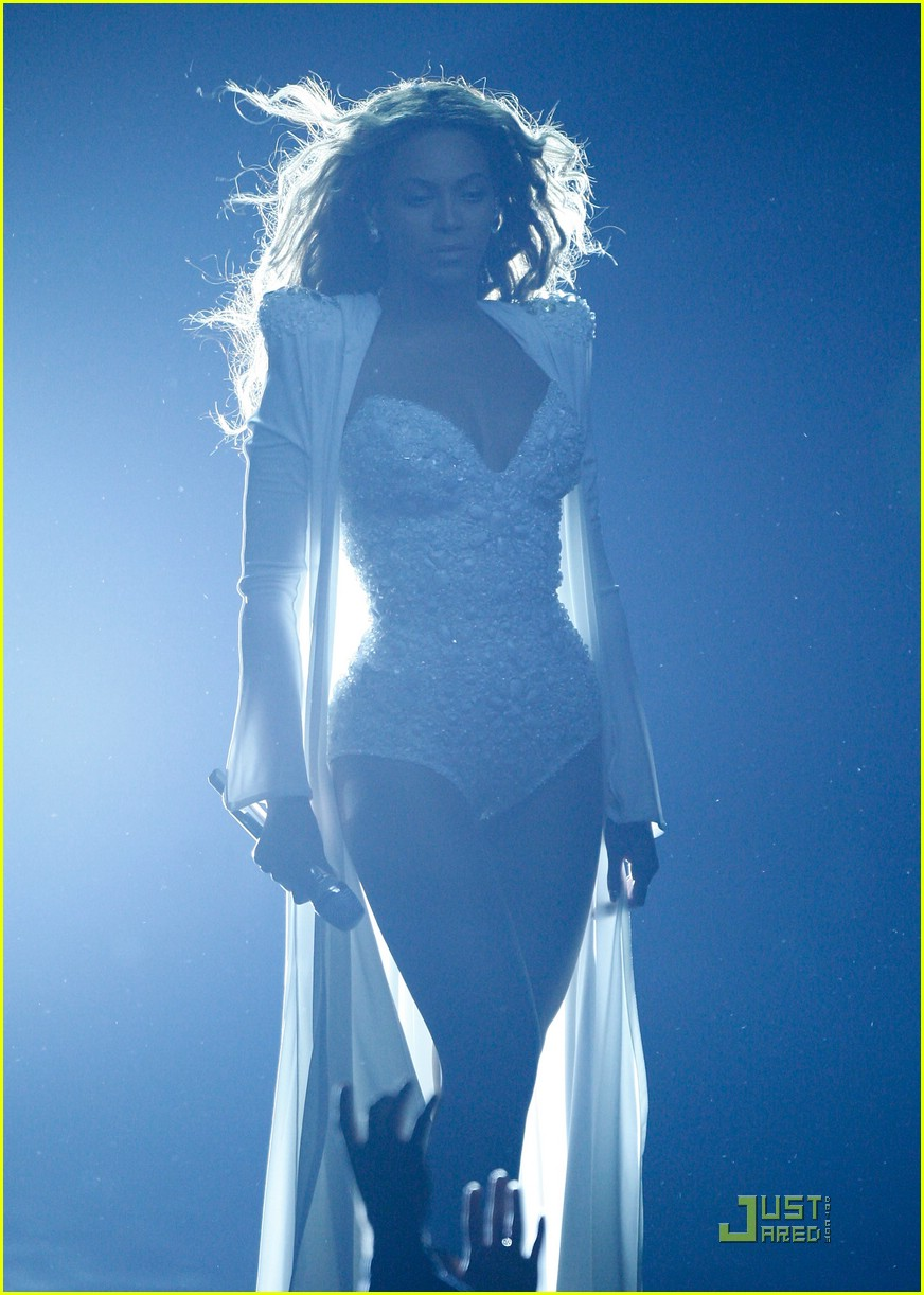 beyonce wedding dress 09