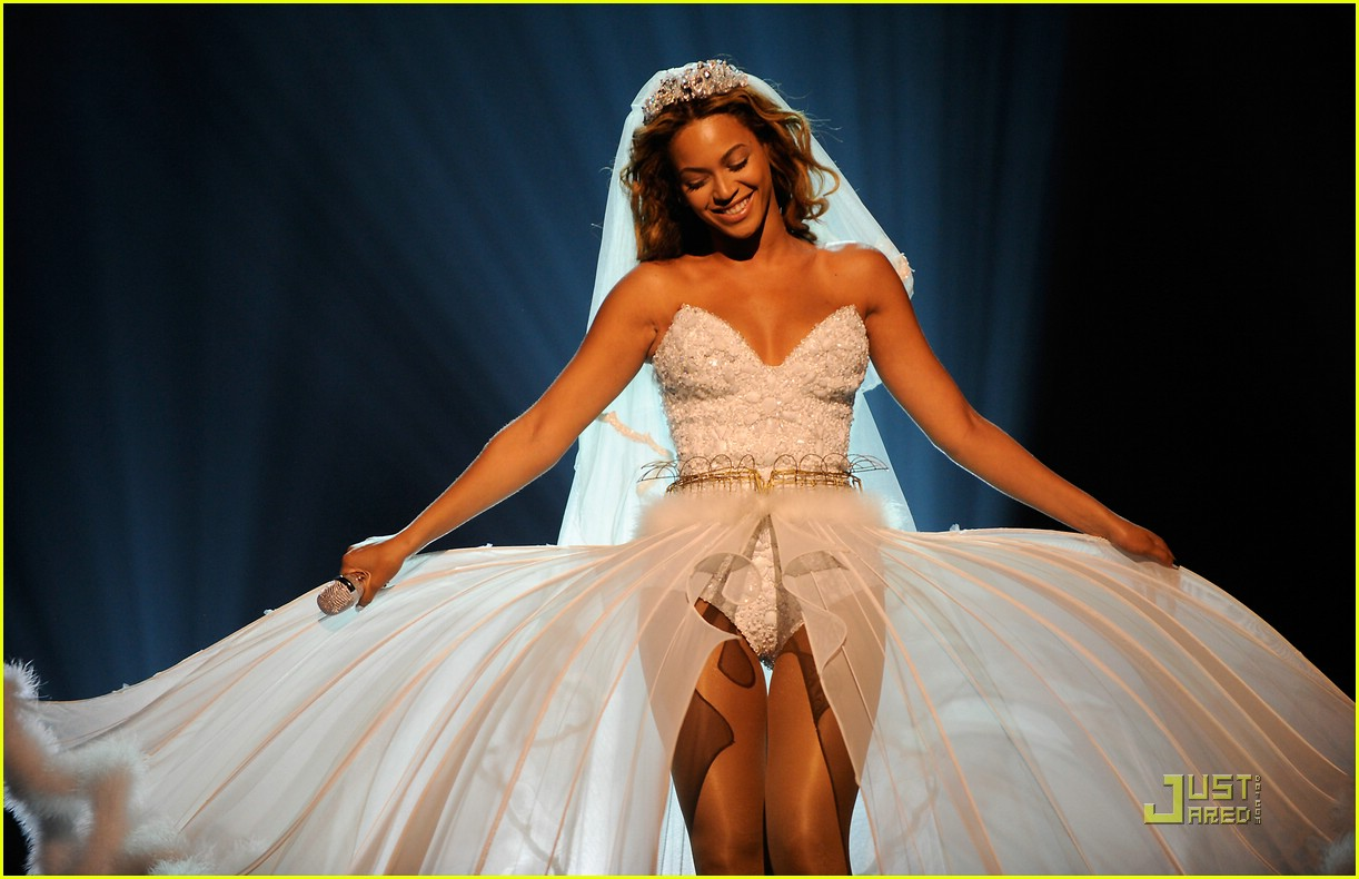 beyonce wedding dress 22