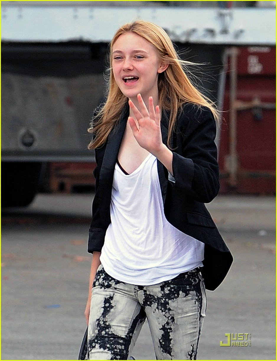 dakota fanning tie dyed terrific 08
