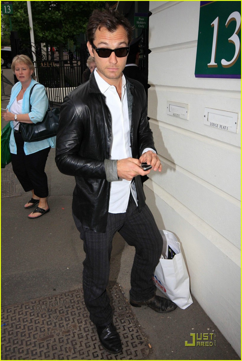 Full Sized Photo of jude law johnny lee miller wimbledon ... Jude Law