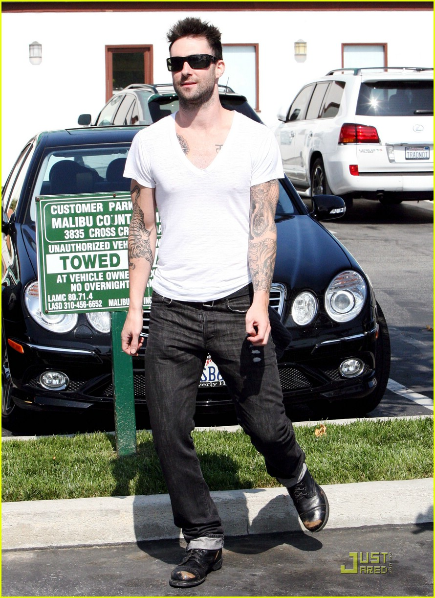adam levine plain white tee 09