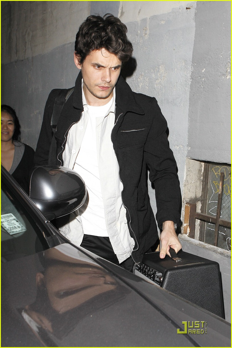john mayer hounded at hotel cafe 03