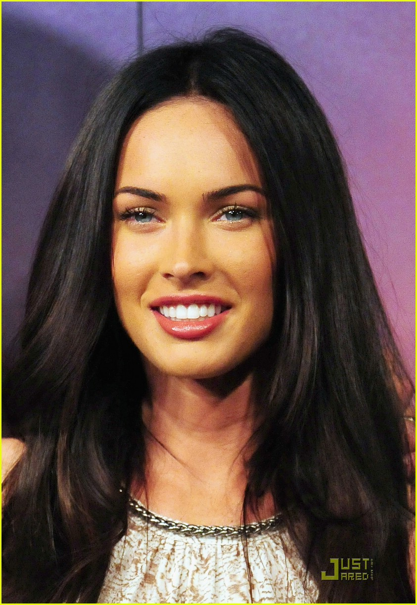 Full Sized Photo Of Megan Fox Transformers Tokyo Press 04