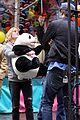 robert pattinson emilie de ravin bear hug 15