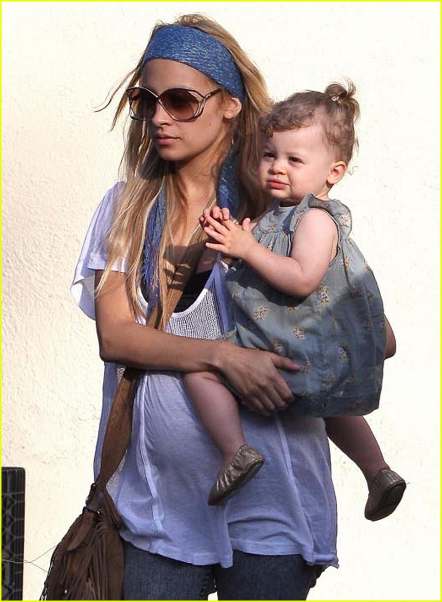 nicole richie focused family 06