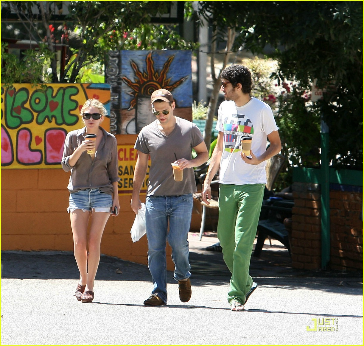 ashley olsen justin bartha coffee couple 01