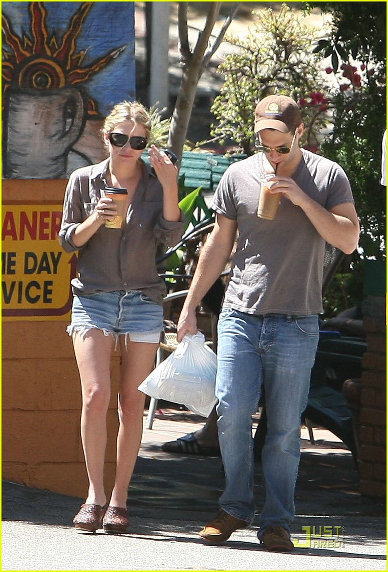 LONDON Breaking News: Gwyneth Paltrow and Chris Martin Spotted Together in London