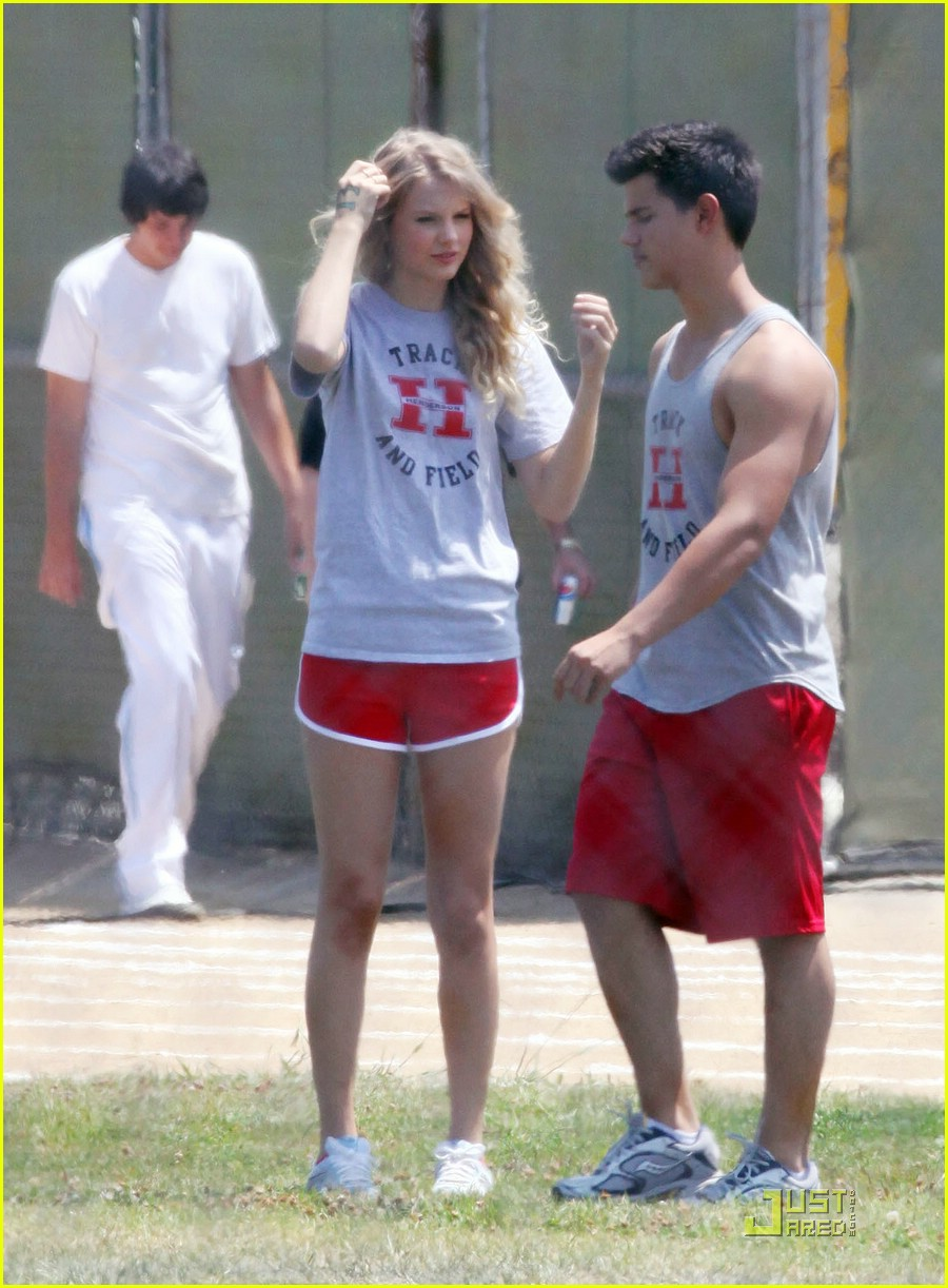 taylor lautner taylor swift valentines day 31
