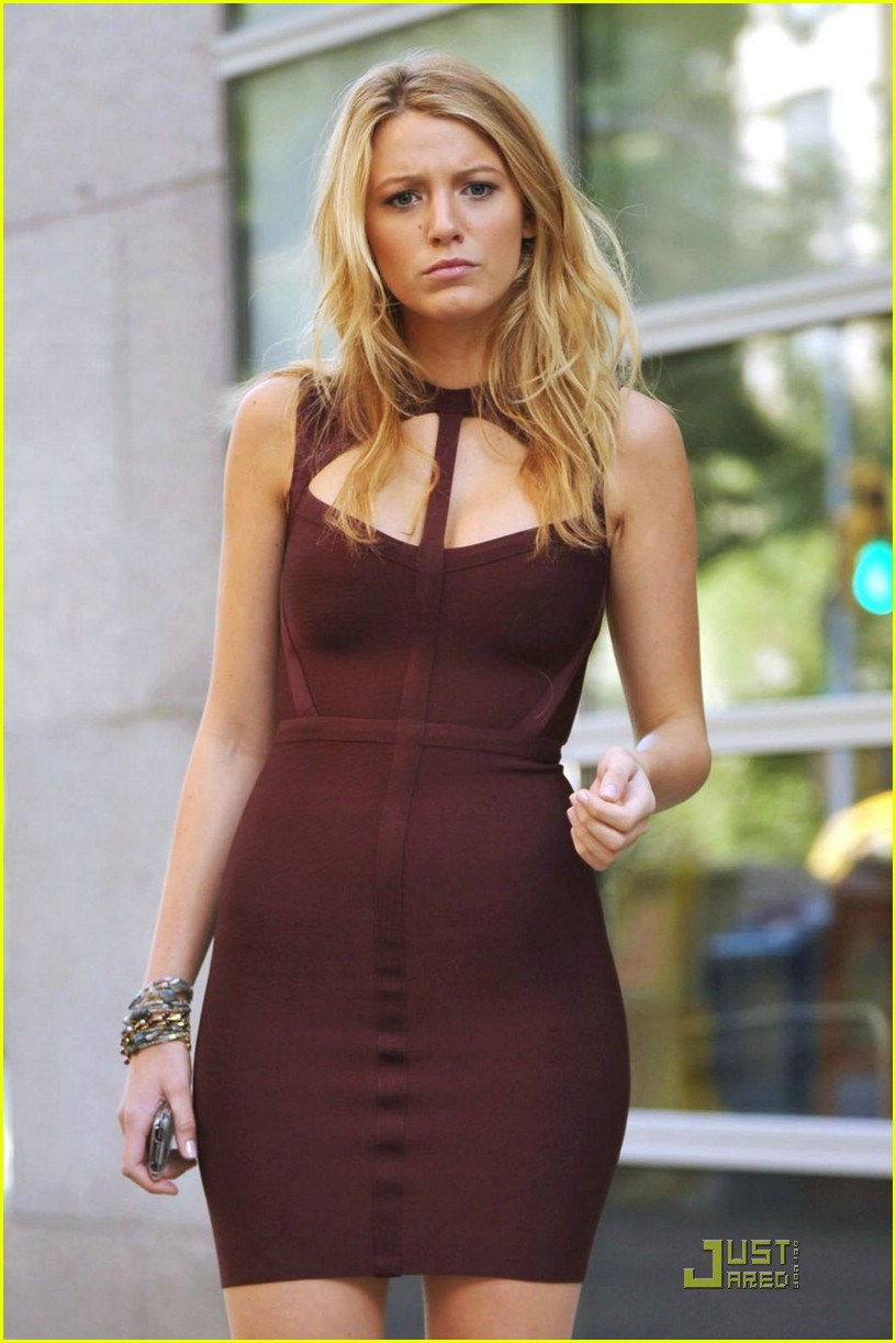 http://cdn02.cdn.justjared.com/wp-content/uploads/2009/07/lively-slave/blake-lively-slave-style-icon-12.jpg