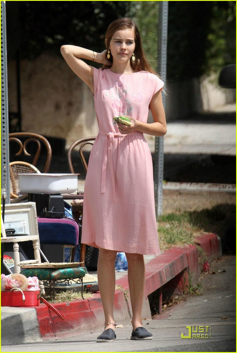 isabel lucas yard sale shopper 052078991