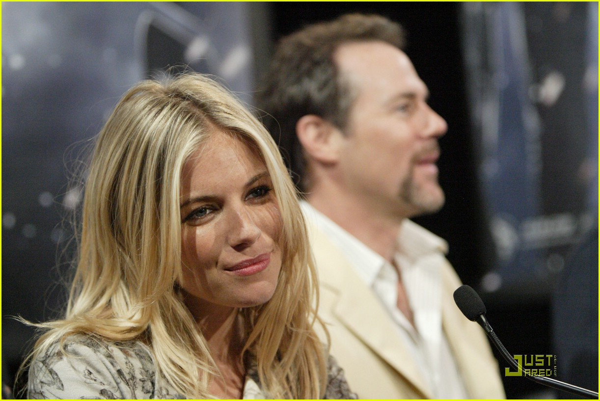 sienna miller rise of the press conference 07
