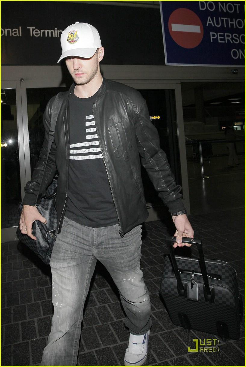 0c78bfe04500 Justin Timberlake Loves Louis Vuitton Luggage  Photo 2028731 ...