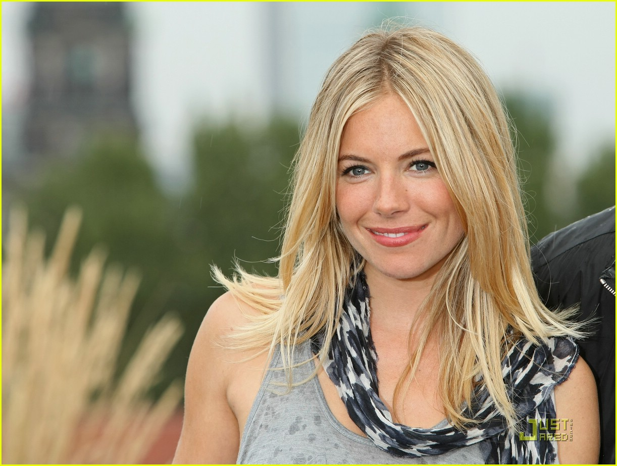 Full Sized Photo of sienna miller wet tshirt contest 02 ...
