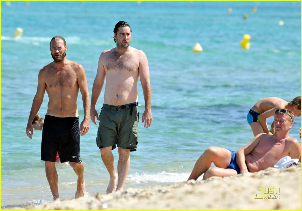 luke wilson shirtless saint tropez 08