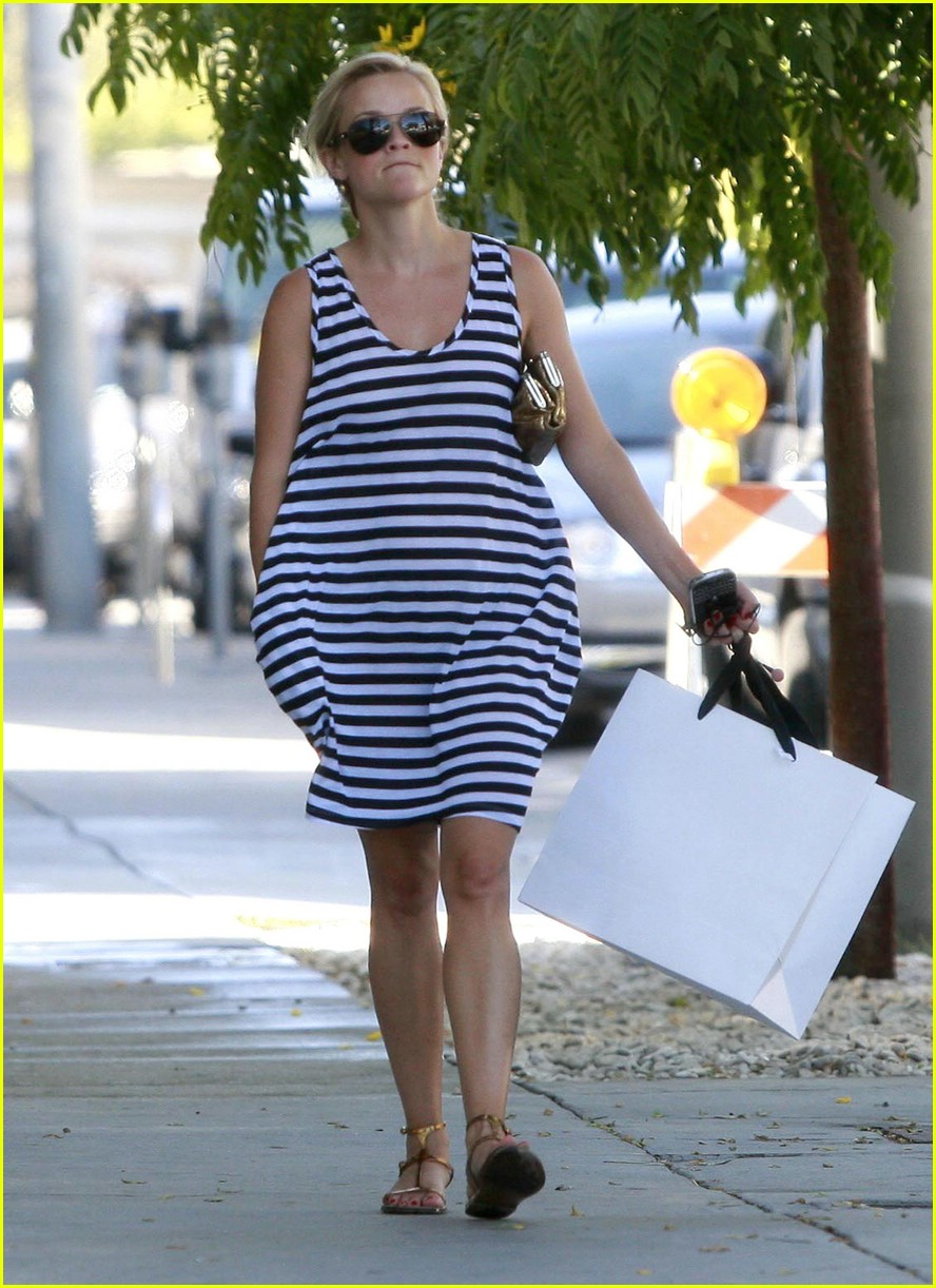reese witherspoon swift shopper 09