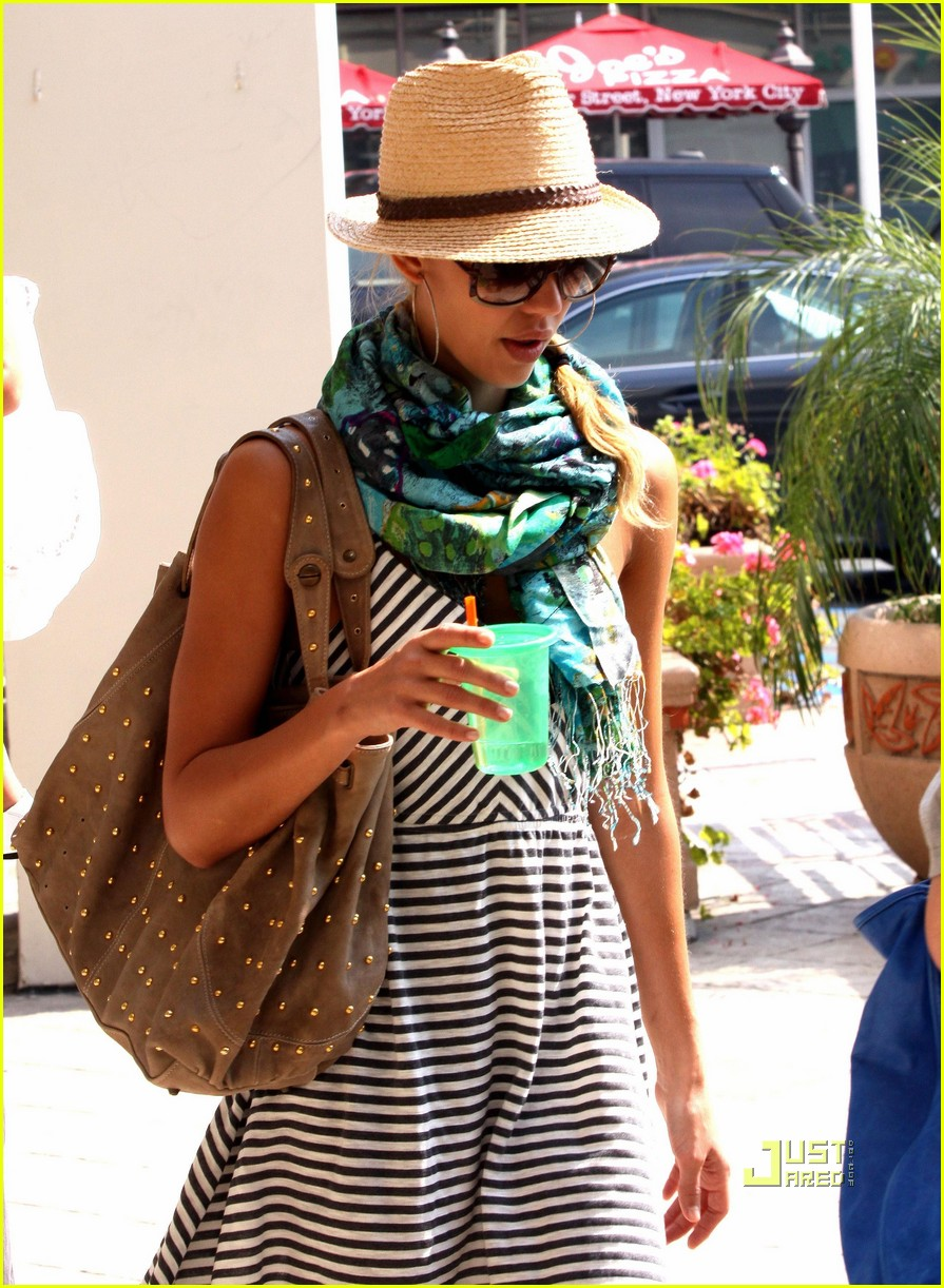 jessica alba jinkys cafe cash warren 07