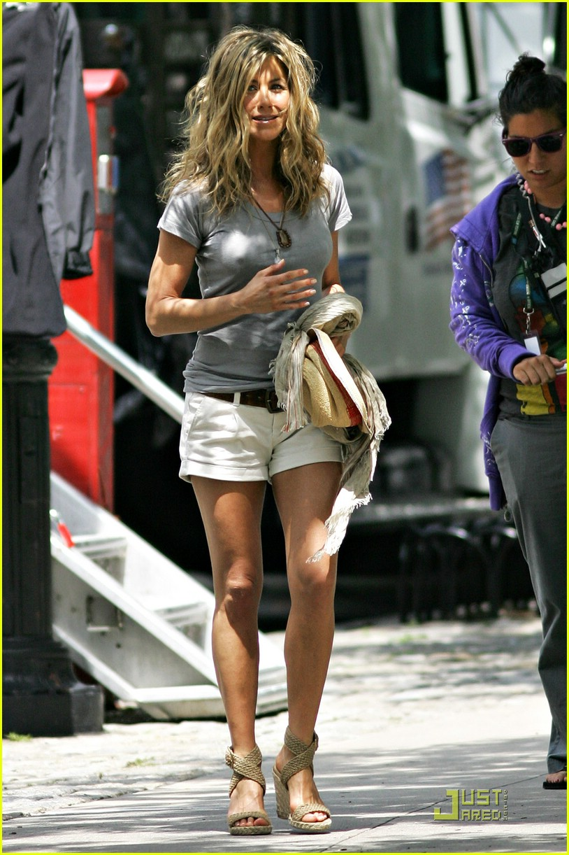 jennifer aniston perky 052094322