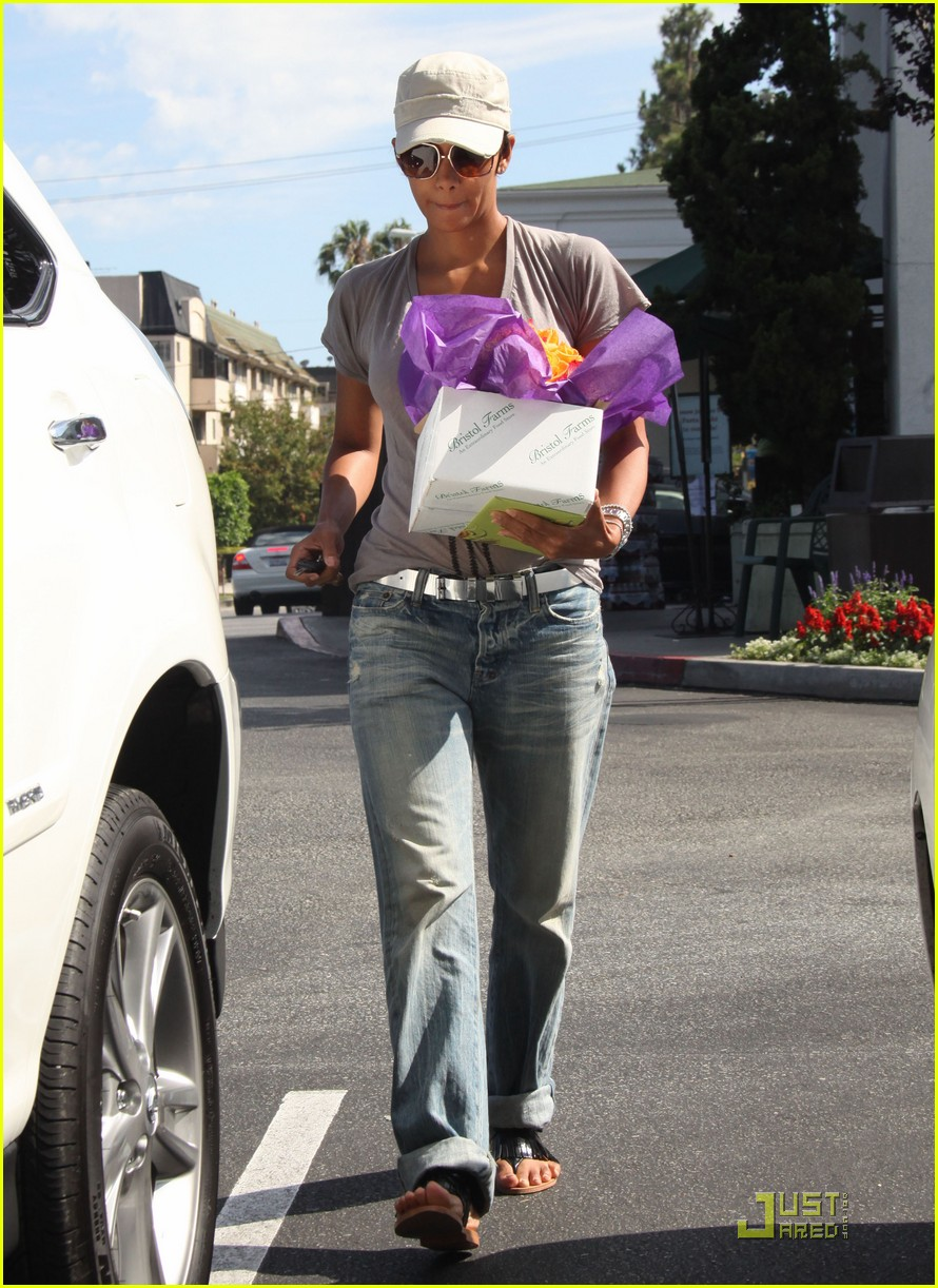 halle berry foxy 02