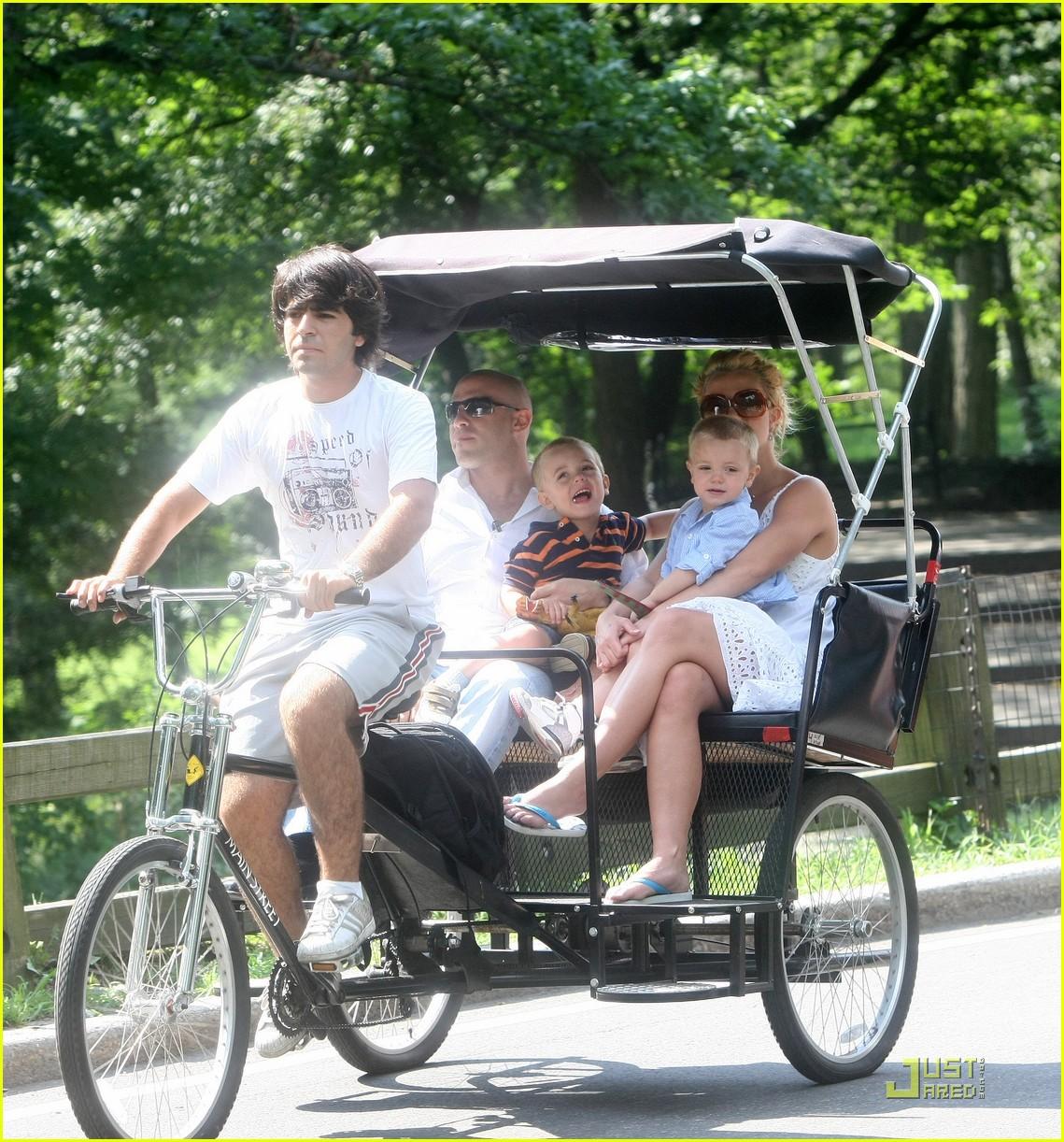 britney spears pedicab 01