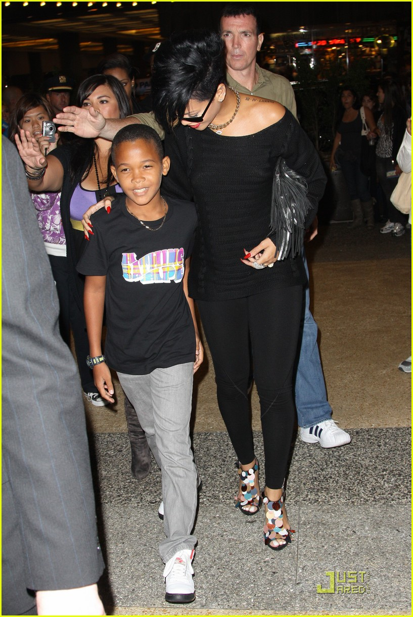 rihanna broadway lion king 08