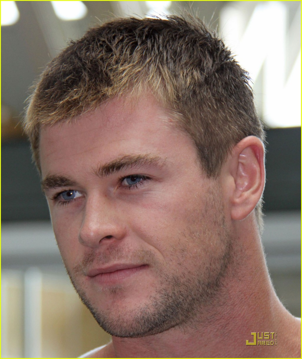 chris hemsworth thunder god thor 062114011