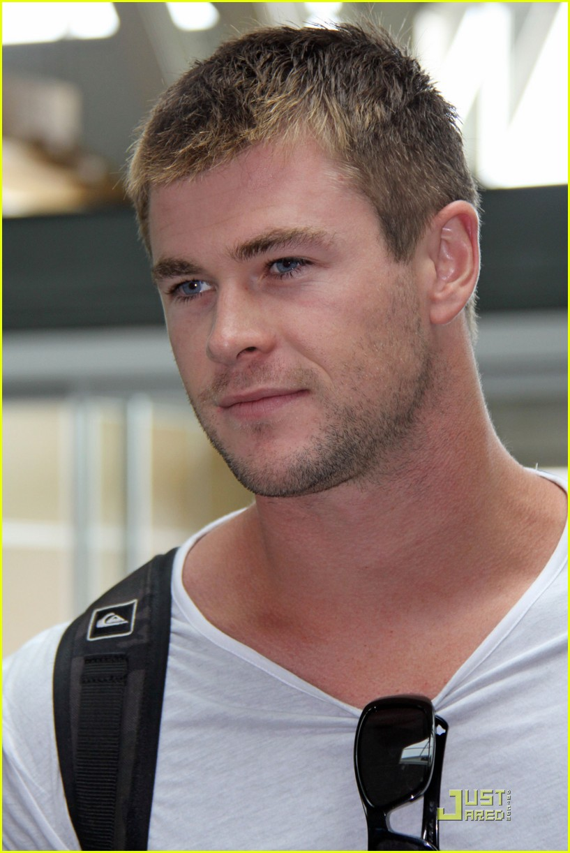 chris hemsworth thunder god thor 09